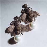 Bowerhaus - Maryanne Round Pearl Bee Earrings
